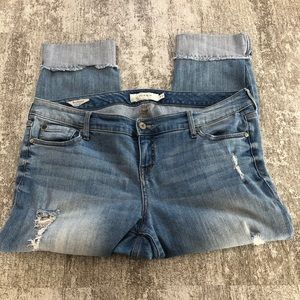 Torrid Distressed Cuffed Crop Size 14